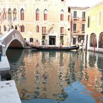 Reflet d'un Palais dans un canal