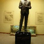 Statue of oilman H.L. Hunt