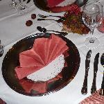 Tischdekoration bei einem Mehrgängemenü