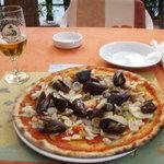 Seafood pizza at Gioglio d'Oro