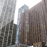 Außenansicht - zwei riesengroße Gebäudekomplexe