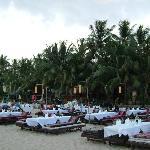 ristorante allestito in spiaggia