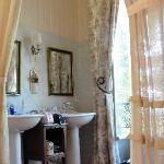 The Lilac Room, bathroom