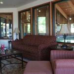 Baymont Inn & Suites Redding Photo