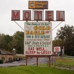 Gold Eagle Motel sign