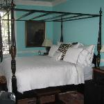 The bed in the Stonewall Jackson room