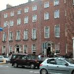 The view of the hotel Merrion from the street