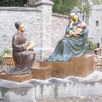 Tournai - Skulpture vor der Kathedrale