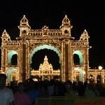 palace_entrance_lights_++0216