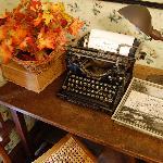 Note sign on typewriter.