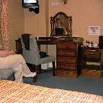 Dresser & Mini TV