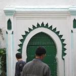 this is a women only mosque... apparently you can tell by the color of the door and the shape of