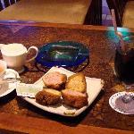 喫茶店のサーターアンダギーセット