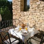Plaisir du petit déjeuner sur la terrasse
