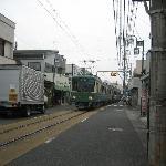 江ノ電が通過します