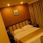 Côté lit de la chambre