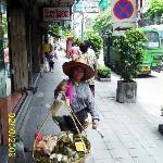vendedora tradicional Charoen Krung road