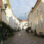 To Søstre lies in a quiet, cobbled street just a short walk from the city's historic water front