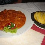 Paprika-Rahmgulasch mit Serviettenknödel