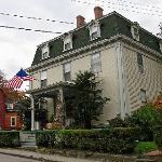 Yankee Peddler Inn