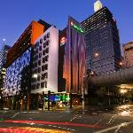 Ibis Sydney King Street by Night