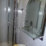 La salle de bain (chambre 9)