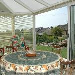 vérandas, ou sont servis les petits déjeuners l'été, avec vue sur le jardin