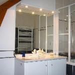 salle de bains, chambre CADOLE, accès direct de la chambre