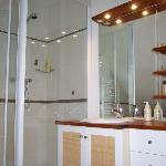 salle de douche, chambre SAVANE, accès direct de la chambre