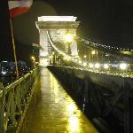 Kettenbrücke am Abend