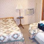 Double and twin bed in separate bedroom