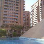 Vue extérieure de l'hôtel + piscine