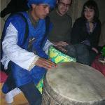 ismail avec  ces  tamtam toujour  partage  sa  musique  magique avec les amis  a riad amazir