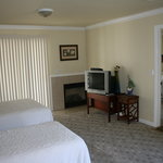 Photo de Monterey Fireside Lodge
