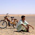Merzouga, Maroc | a Boy and his Bike