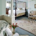 Pearl Davis Suite at Hampton Terrace