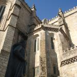 King D. Sancho I statue in big plan... Sé de Guarda in the back...