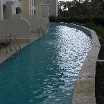 Swim up pool.