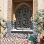 Fontana e tavolo di mosaico