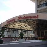 Sammy Restaurant (adjoins the hotel)