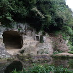 夢窓疎石の庭。多分、穴が空いてる所には昔、仏様が祀ってあったんじゃないかな~?