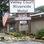 Valley Court Riverside Motel
