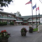 ‪Town and Country Motor Inn‬