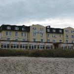 Hotelansicht vom Strand aus