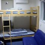 Litera y sofa en habitacion