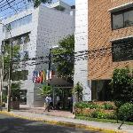 Vista do hotel pela rua Guardia Vieja