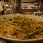 spaghetti with prawns and courgette (zucchini)