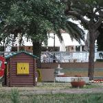 Kinderspielplatz und Restaurantterrasse
