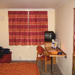 Bedroom layout at the Holiday Inn Express,East Midlands