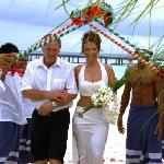 The staffs welcomming to the wedding hut at the beach